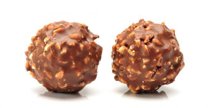 Trufas de chocolate com amendoim